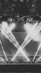 Klangfein | Bühne | Lichtkonzept | Bühnenshow | Band | Technik | LED | Spot | Theater | Lichttechnik | Tontechnik | Akustik | Mieten | Buchen | Anfrage | Konzert