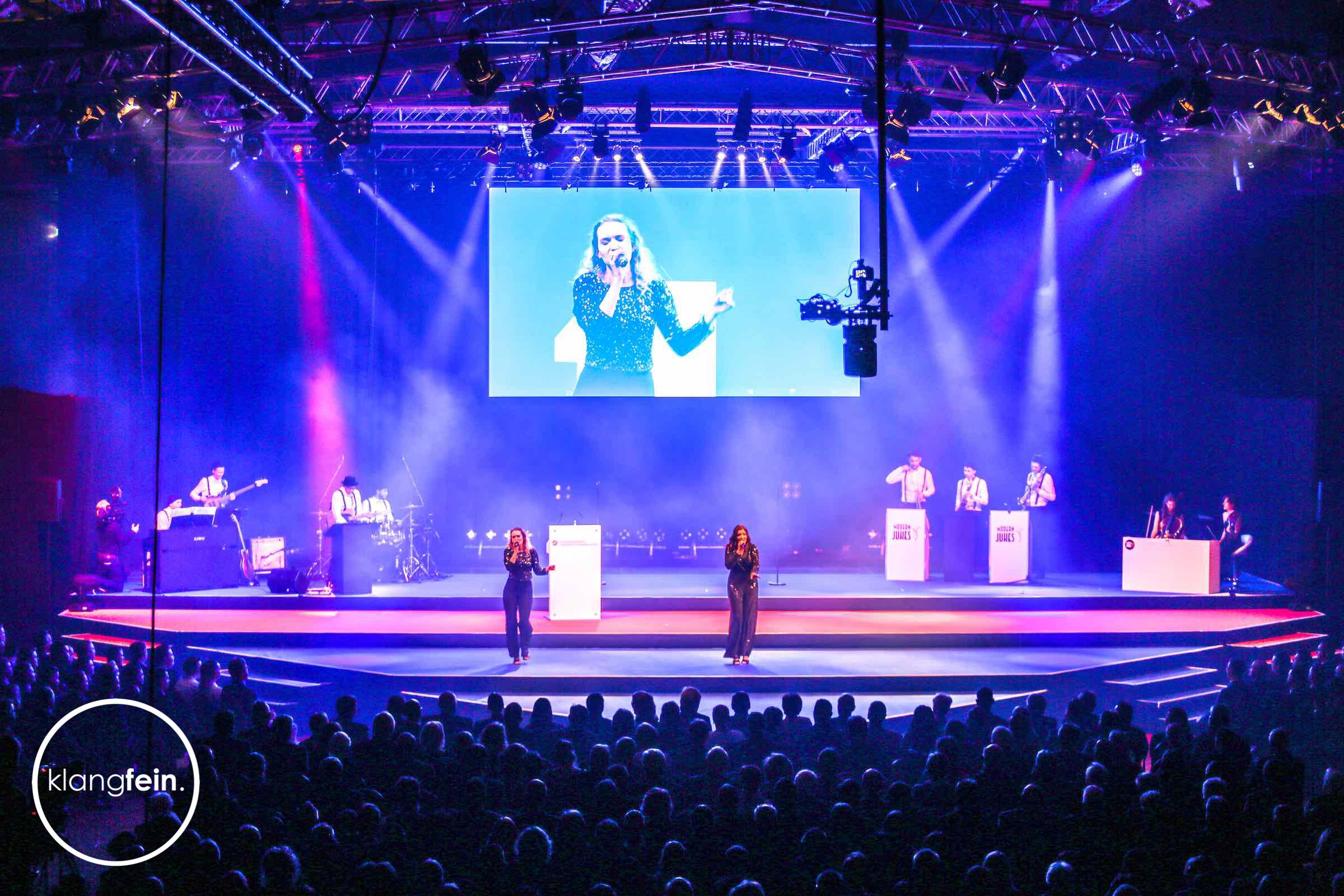 Klangfein - Bühnentechnik | Outdoorbühnen | Trailerbühne | Indoorbühne | Bühnenbild | Bühne | Leihen | Mieten | Anfragen | Hannover