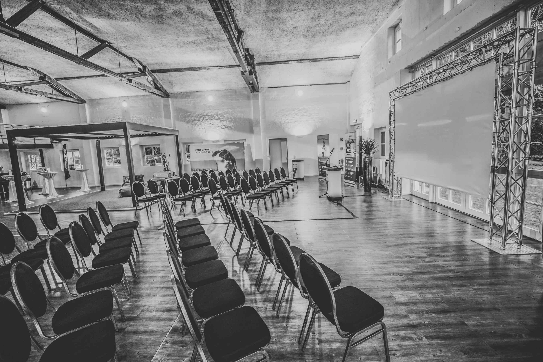 Klangfein Hannover - Tagungstechnik | Beamer | Leinwand | Präsentation | Tontechnik | Mikrofon | Lichttechnik | Beschallung | Projektoren | Tagung | Messe | Event | Mieten | Buchen | Leihen | Hannover | Klangfein