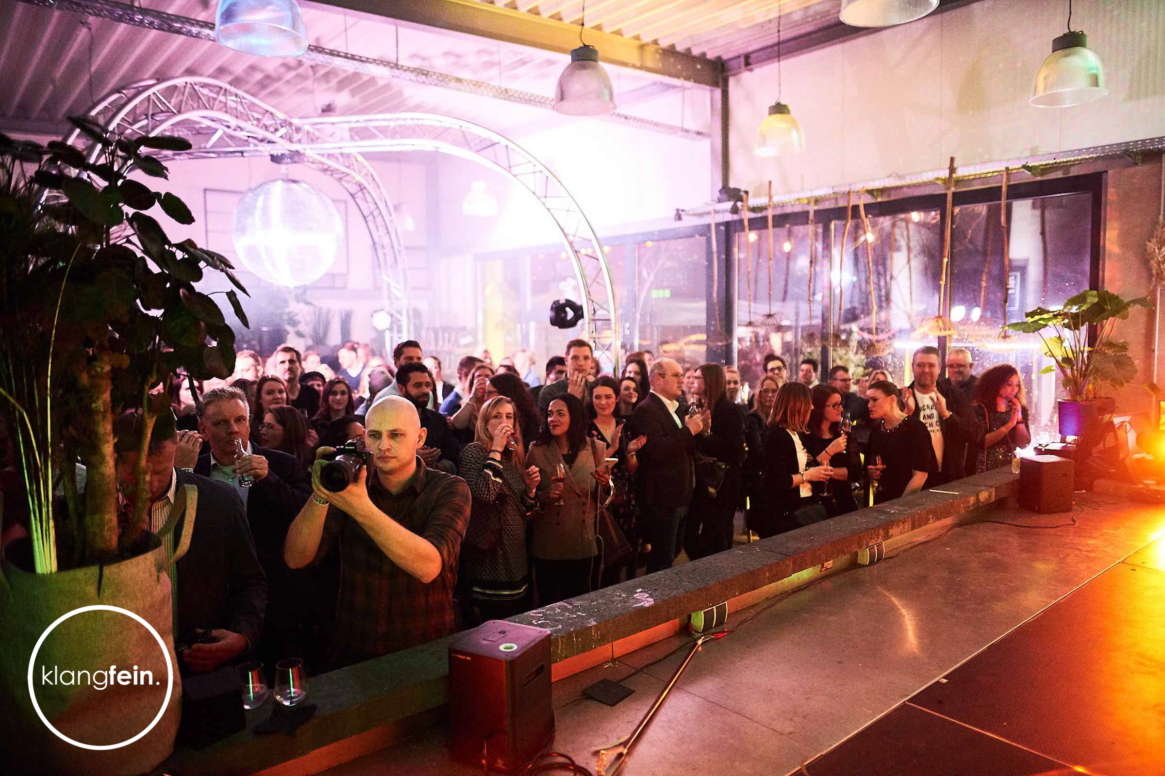 Traversen   Messe   Event   Gala   Truss   Lichttechnik   Lautsprecher   Tontechnik   Beschallung   Mieten   Buchen   Anfragen   Klangfein   Hannover