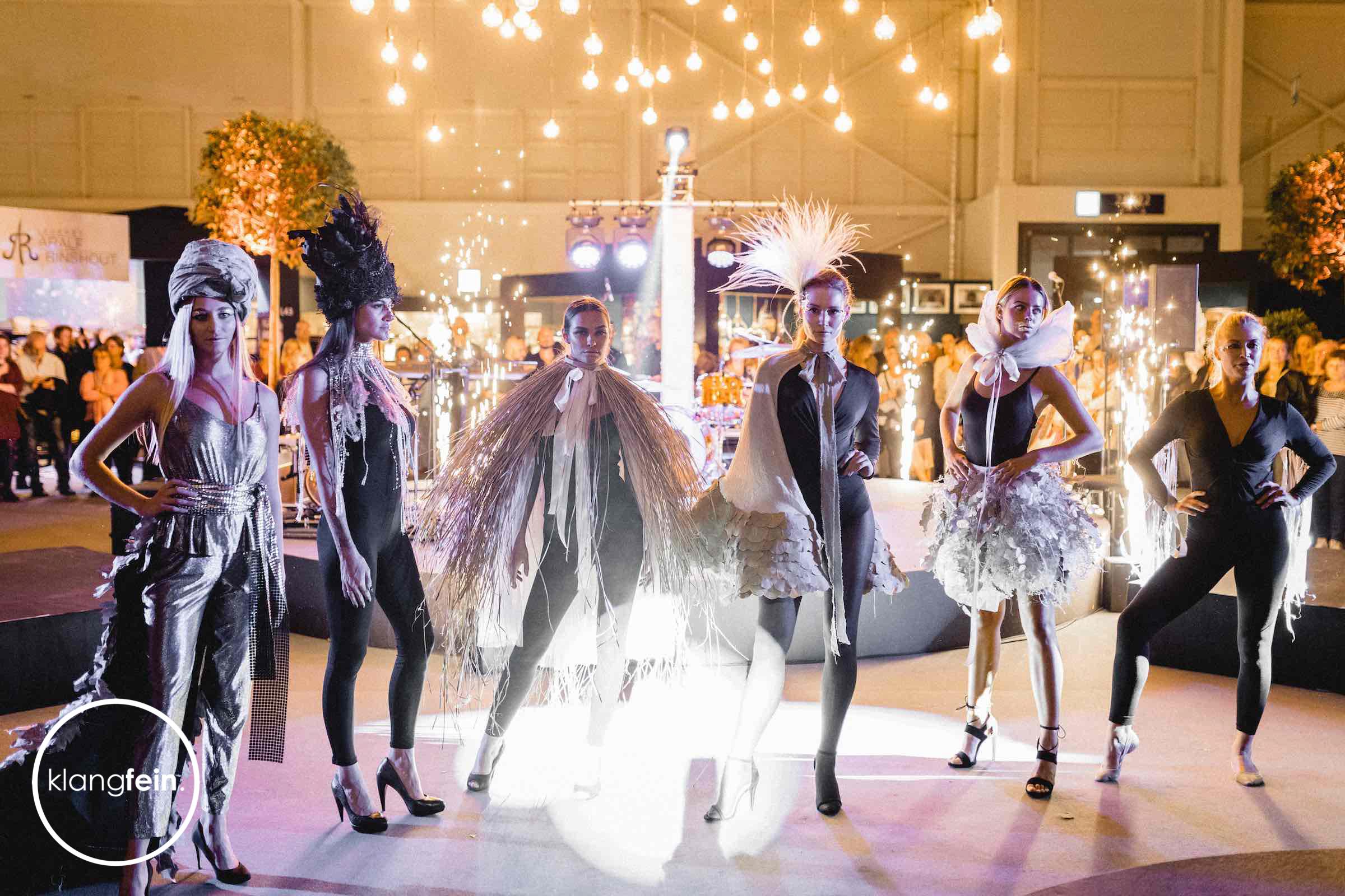 Veranstaltungstechnik   Bühnentechnik   Lichttechnik   Tontechnik   Beleuchtung   Infa   Messe   Event   Mieten   Buchen   Klangfein   Hannover