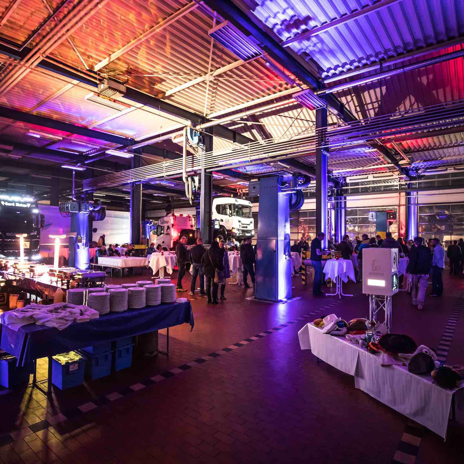 Klangfein - Lichttechnik | LED | Beleuchtung | Scheinwerfer | Konzertbeleuchtung | Fassaden | Theater | Bühne | Design | Konzept | Layout | Anfertigung | Movingheads | Projektion | Hannover