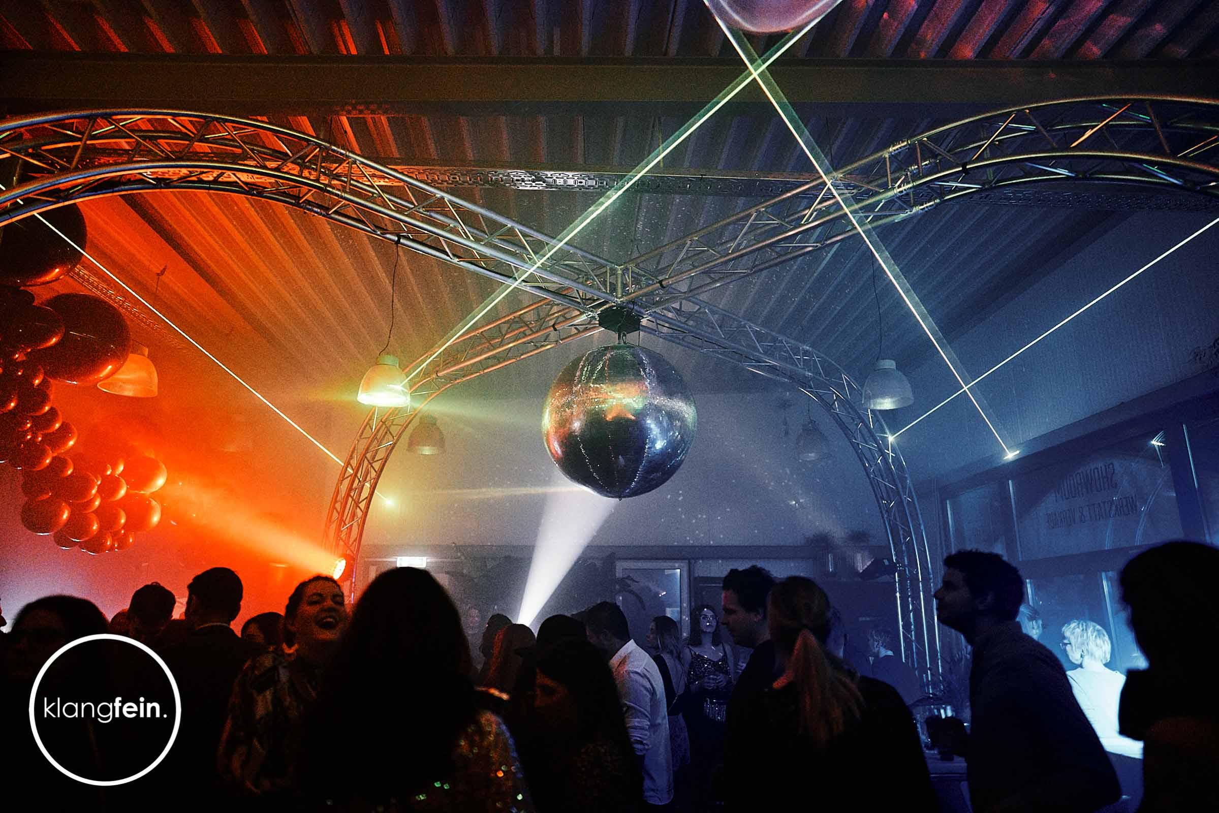 Lichttechnik   Hannover   Lasershow   Showlaser   Light   Show   Laser   Beleuchtung   Lichtanlage   Konzertbeleuchtung   Bühnenlicht   Messe   Projektion   Gobo   Stroboskope   Schwarzlicht   Lichtpulte   Buchen   Mieten   Anfragen