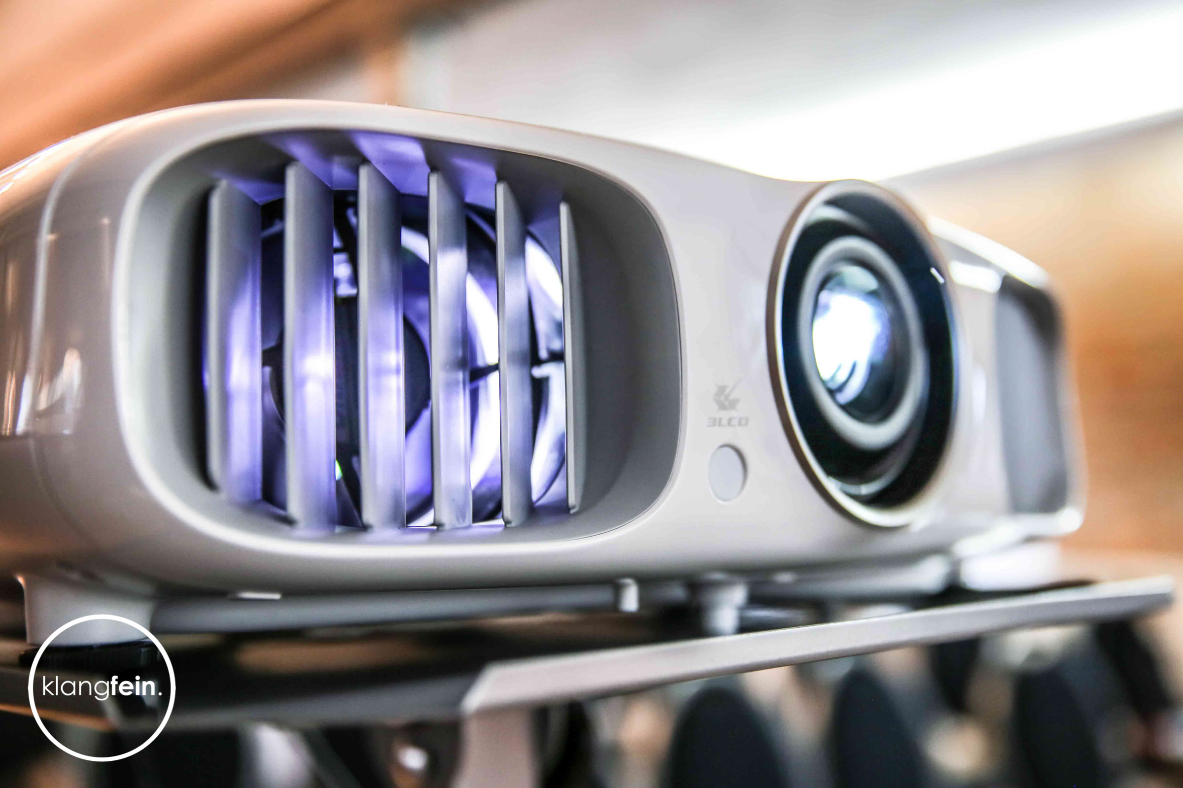 Tagungstechnik   Hannover   Flip   Chart   Beamer   Leinwand   Projektor   Lichttechnik   Mikrofone   Bühne   Podest   Rednerpult   Leihen   Mieten   Buchen